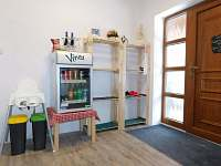 minibar ve spoelčné chodbě - apartmán k pronajmutí Bedřichov