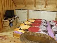 Ložnice1 v podkroví - chata k pronájmu Železný Brod