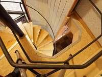 schodiště - pronájem chaty Železný Brod