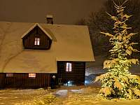 Roubenka čp 135 - 10 lůžek ve 3 ložnicích, parní sauna a infrasauna - pronájem roubenky Jílové u Držkova
