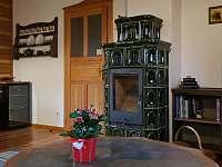 ROUBENKA čp 135 - zelená kachlová kamna - Jílové u Držkova