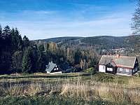 Výhled 200m nad domem na hory a část Josefova Dolu -