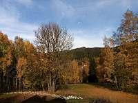 Výhled z terasy na podzimní Josefodolské údolí -