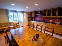 Kuchyň s jídelním koutem - pronájem chalupy Hejnice