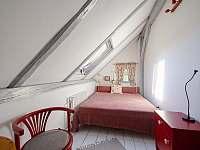 Červený pokoj v 1.patře - chalupa k pronájmu Albrechtice v Jizerských horách
