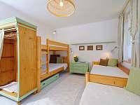 Zelený pokoj v 1. patře - pronájem chalupy Albrechtice v Jizerských horách