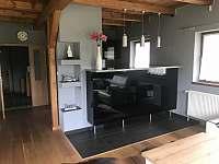 Kuchyně s barem (Eduard) - chata k pronajmutí Tanvald