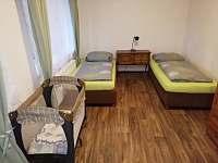 Apartmán v přízemí 1.pokoj - chata k pronájmu Janov nad Nisou - Malý Semerink