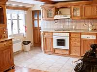 kuchyň v přízemním apartmánu - Kořenov - Polubný