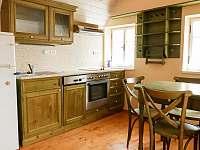 kuchyň v prvním horním apartmánu - Kořenov - Polubný
