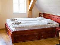 ložnice v prvním horním apartmánu - Kořenov - Polubný
