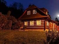 noční pohled na chalupu - k pronájmu Kořenov - Polubný