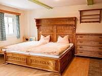 první ložnice v přízemním apartmánu - Kořenov - Polubný