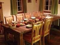 Roubenka - jídelna s kuchyní - chalupa ubytování Šumburk nad Desnou