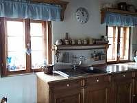 kuchyňská linka - chalupa k pronájmu Oldřichov v Hájích