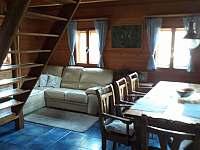 obývací místnost - pronájem chalupy Oldřichov v Hájích