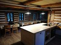 Kuchyňský ostrůvek v první části světnice - chata k pronajmutí Janov nad Nisou - Hrabětice