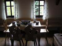 A apartmán - jídelní stůl