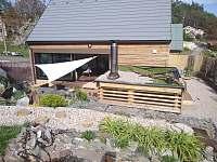zelená střecha na sauně