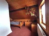 spaní za komínem, možnost přidat dětskou přistýlku - chalupa ubytování Český Šumburk
