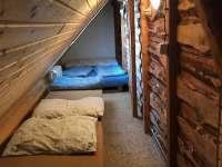 Část pokoje v patře -6-ti lůžko - pronájem chalupy Dolní Maxov