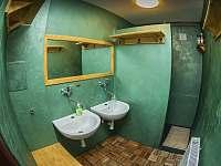 Koupelna muži v přízemí - pronájem chaty Janov nad Nisou