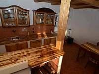 Stylový nábytek a originální vybavení - chalupa k pronajmutí Nové Město pod Smrkem