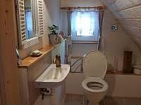 WC v patře - chalupa k pronájmu Zlatá Olešnice