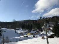 lyžařský vlek - výhled z terasy - chalupa k pronajmutí Bedřichov