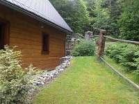 Boční pohled, cesta do Jizerských hor - chata k pronájmu Fojtka