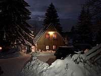 Chata, zima 2021, pohled do údolí - Fojtka