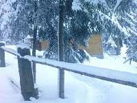 Chata, zima, boční pohled