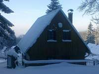 Chata, zima, zadní pohled, do údolí