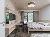 ložnice v přízemí - chata k pronájmu Bedřichov