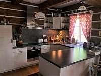 kuchyně ve světnici - chalupa k pronájmu Albrechtice v Jizerských horách