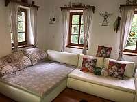 místnost s TV a rozkládacím gaučem - pronájem chalupy Albrechtice v Jizerských horách