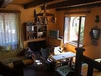 Obyvak a kuchyň - chata k pronájmu Albrechtice v Jizerských horách