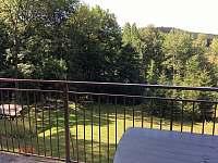 výhled na zahradu