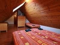 podkrovní pokoj - ubytování Hrabětice