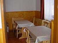 Druhou část kuchyně tvoří jídelní kout - chalupa k pronájmu Albrechtice v Jizerských horách