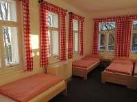 4 lůžkový pokoj s umyvadlem- pokoj č. 2 - pronájem chaty Hrabětice