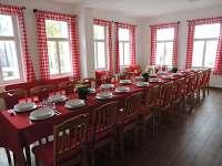 Oslava narozenin - společenská místnost - pronájem chaty Hrabětice