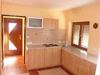kuchyň s podlahovým topením - chatky ubytování Desná
