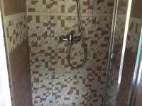 sprchový box - chatky k pronájmu Desná
