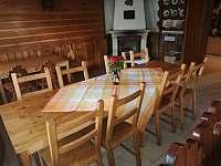 Společenská místnost - chalupa k pronájmu Horní Polubný