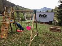 dětské hřiště a pískoviště - chalupa k pronajmutí Desná