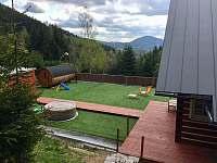 terasa s vířivkou a saunou - chalupa ubytování Desná