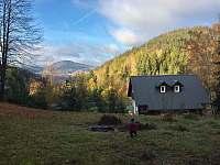 výhled ze zahrady na Tanvaldský Špičák - pronájem chalupy Desná