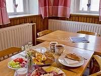 Stylová snídaně v jídelně Chalupy U Saxany - pronájem Lučany nad Nisou