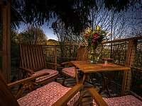 večerní terasa - chata k pronájmu Křižany